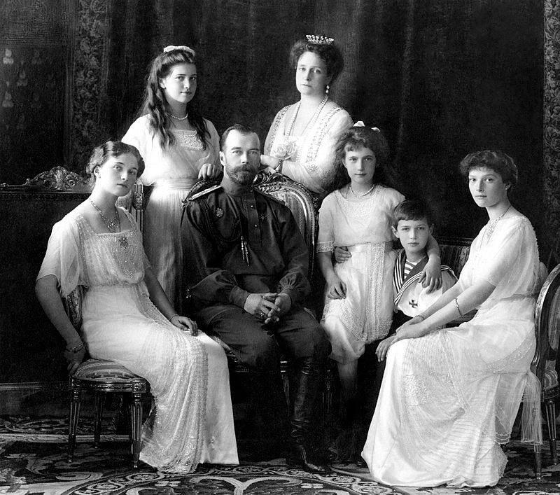 фото 2 Николай II в кругу семьи, 1913 год.jpg